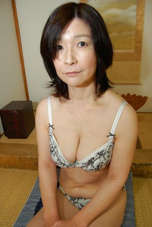 Asian Mom Booty Porn Pictures